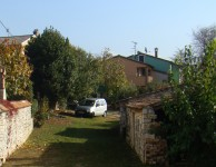 Valter's house is the pink one at the end of the garden